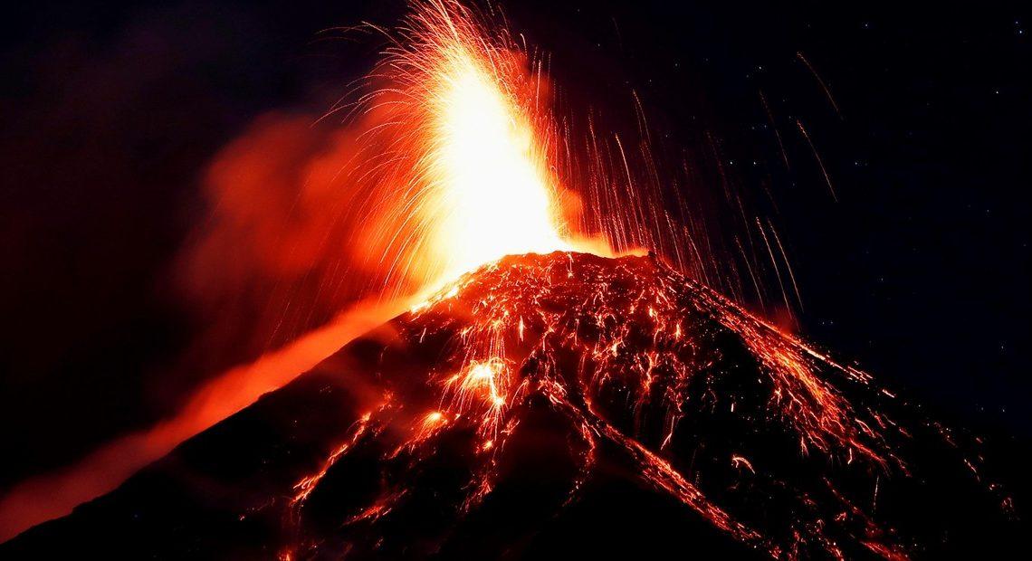erupción volcán de fuego